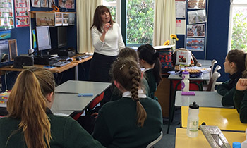 Tamar Lederman speaks about Jewish culture with Marsden Y13 students